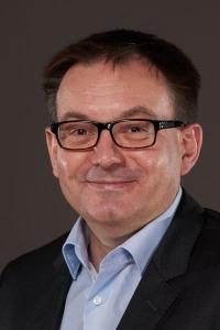 Dr. Tobias Robischon